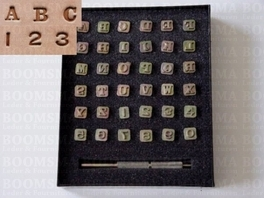 Alphabet- and number set 6 a 7 mm, thick (per set)